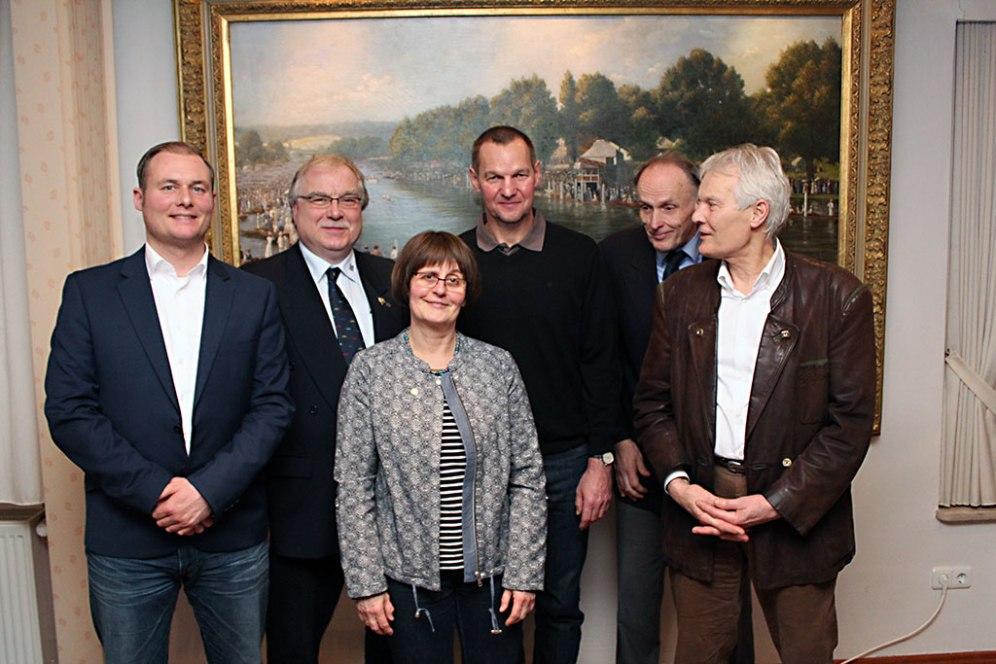 Der neue RRC-Vorstand (v.l.n.r.): Pay Feddersen (Ökonomie), Walter Urbrock (2. stellv. Vors., Sport), Regine König (Regatta), Dr. Thomas Lange (Vorsitzender), Berthold Witting (Öffentlichkeitsarbeit) und Rainer Hagen (Verwaltung); nicht im Bild: Dieter Graetz (1. stellv. Vors., Finanzen)