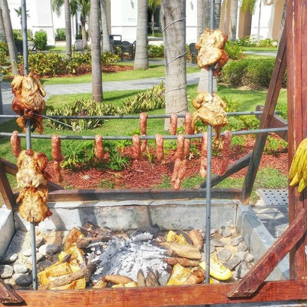Chorizo and chicken time ... Now this is the way to make a BBQ ... @laurenmarj @letterboardcompany ...#trinitravels #trinitraveller #trinihotfoot #PEIBrownGuy #triniswhotravel #trinitravelbloggers #trini #travellingtrinis #ig_travel #puntacana #sensatori #trinigram #trinifoodies
