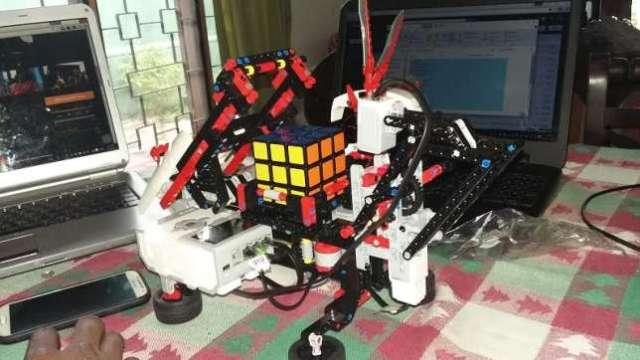Bobai-Ephraim-Kato-24-yr-old-Nigerian-Software-Engineer-builds-Artificial-Intelligence-robot-at-Sri-Lankan-University-2-