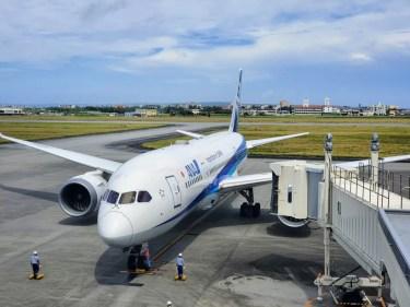 ANA1080便(宮古→羽田)プレミアムクラス搭乗記 機内食やアルコールを国際線機材のビジネスクラスシートで味わえる アップグレードポイント利用