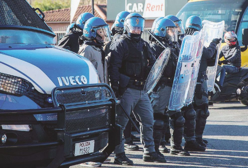 Contratto di polizia, sindacato corporativo e repressione
