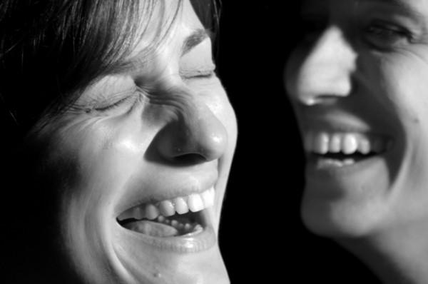 Risultati immagini per due persone che ridono
