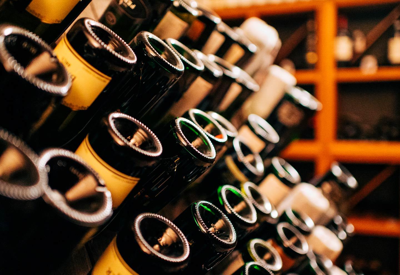 Bottiglie vini in cantina - Ristorante stellato Gellius Oderzo