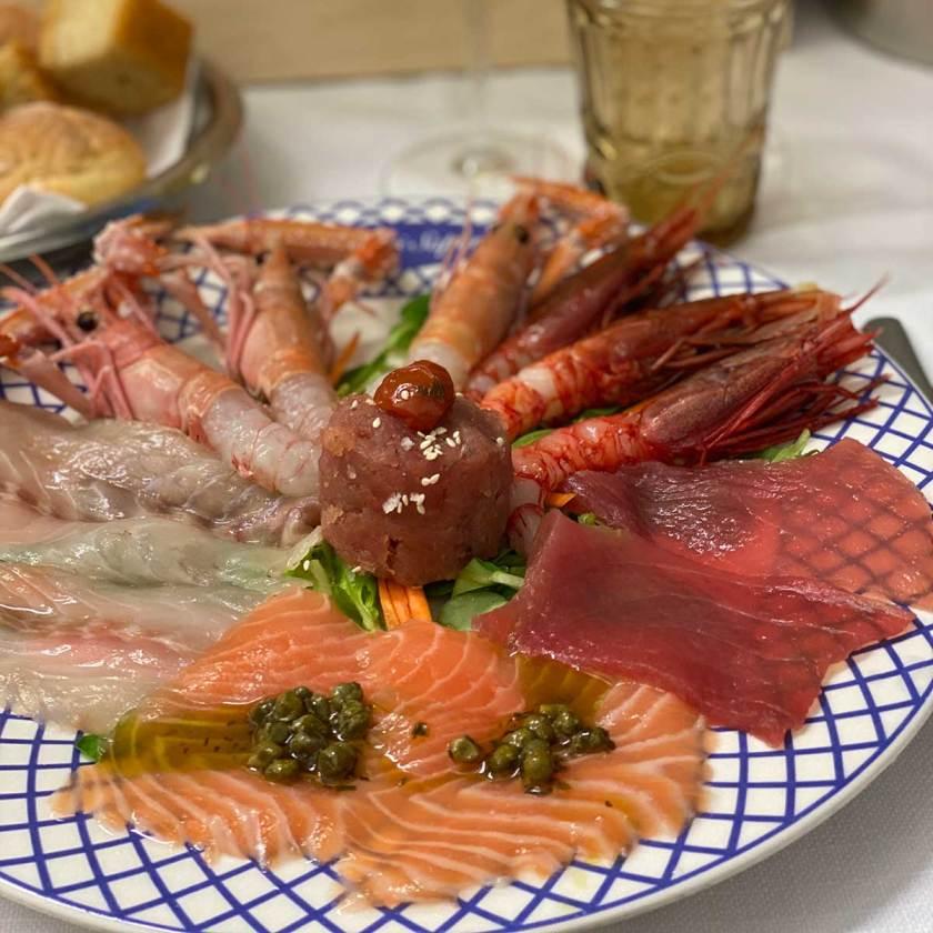 Piatto misto di pesce crudo