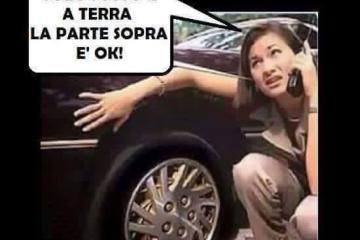 donna ruota auto forata