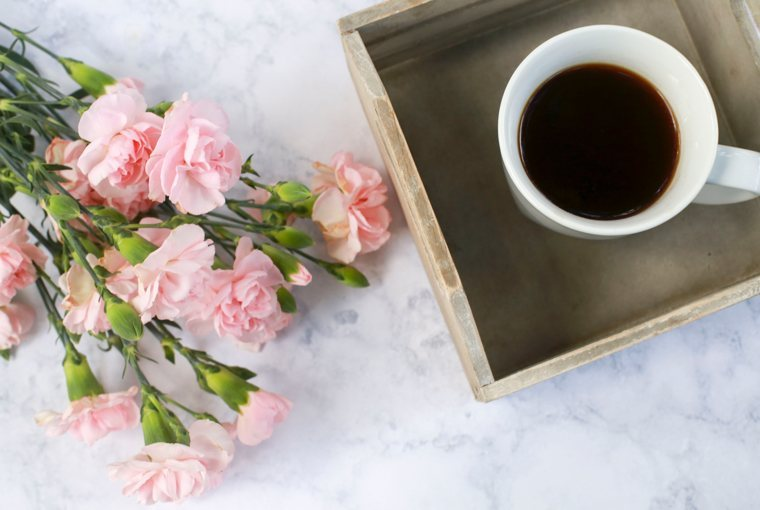 Scrittura femminile: garofani e caffè