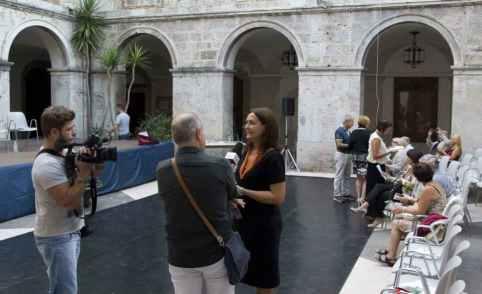 Arrivo nel chiostro: intervista all'autrice. Foto di Massimo Palmieri