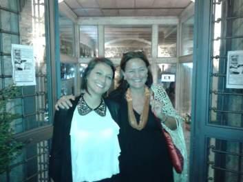 Luisa Iannelli e Rita Charbonnier fuori dal ristorante dopo-teatro