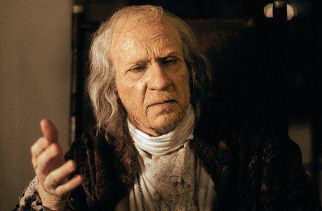 Amadeus: un'immagine del film di Milos Forman. Antonio Salieri anziano