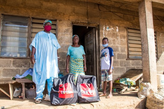 Delivering packages to families in Ososa town 5