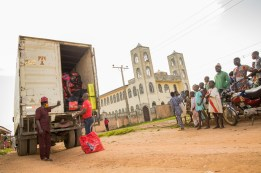 Odogbolu community members watching as the food relief packages are offloaded