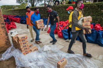 Packaging process of the food relief package 2