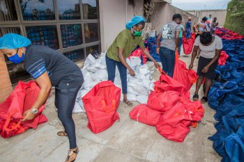 Packaging process of the food relief package3