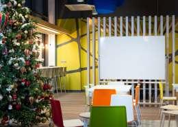 Kalėdų eglutė Teltonikos biuro poilsio erdvėje