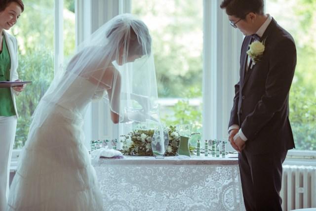 Sand ceremony, London wedding. Photo credits (c) Daniel Morrell.
