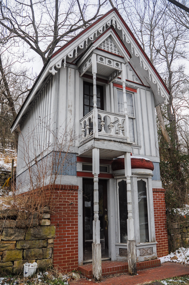 Narrow Dwelling Eureka Springs