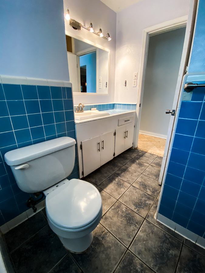 Bathroom Vintage Blue Tile