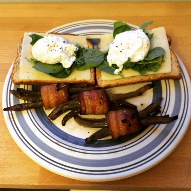 They may not be the most photogenic side dish, but the Green Bean Bacon Bundles by @howsweeteats were so delish! Paired with a classic poached egg on toast, sometimes the simplest dinners are the tastiest. #howsweeteats #csa #eatlocal #riverbendgardens #riverbendgardenscsa