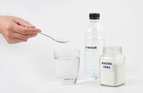 Mix The Water With White Vinegar