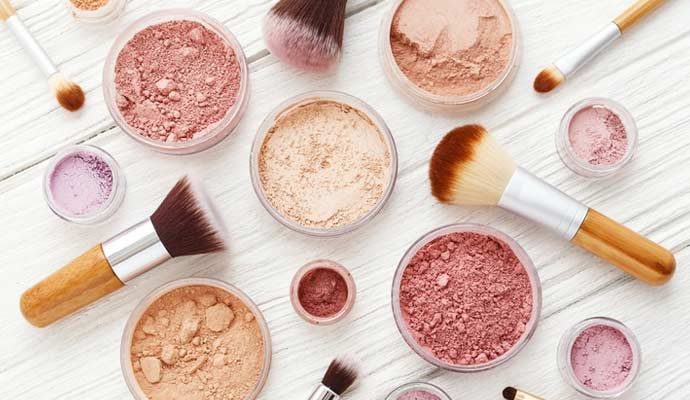 differences between the mineral makeup and regular makeup