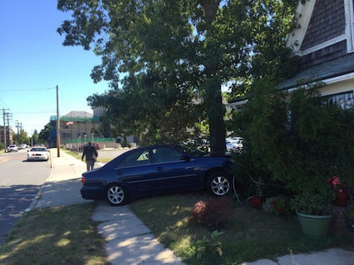 Car crashes into house on Court Street after two-car