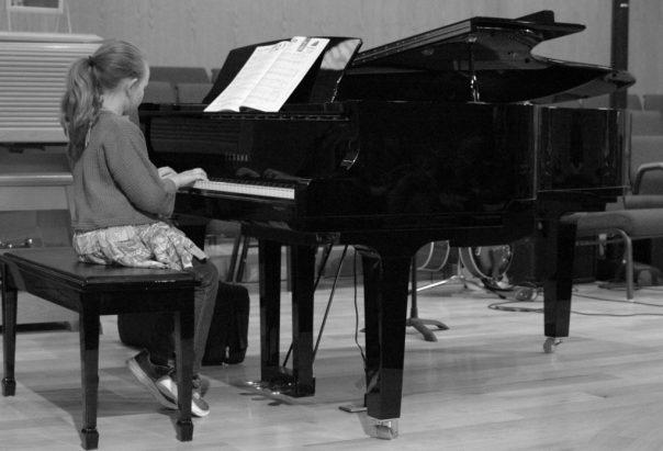 BW girl Piano
