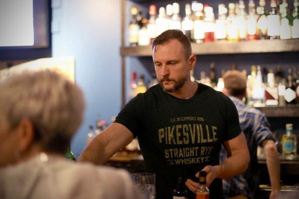 Bartender fixes craft cocktails at Mitch e Amaro