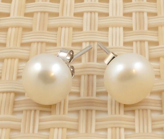 Medium White Round Pearl Studs 8-8.5mm