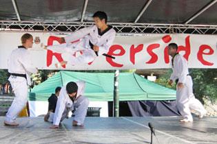 Taekwondo oppvisning med Riversideungdom