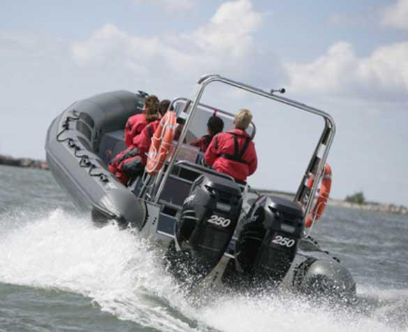 Båtturer i sommer med Riverside ungdomshus