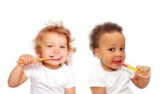 2 toddlers brushing their teeth
