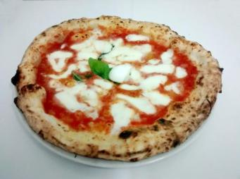 Pizza margherita. Foto di Pizzeria Centrale.
