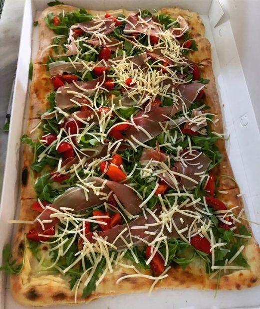 Teglia. Foto di Pizzeria Centrale.