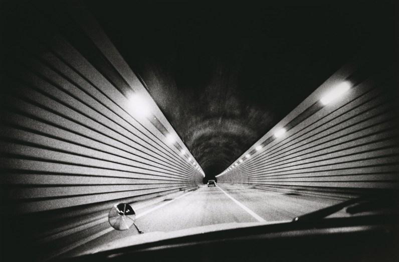 Daido Moriyama, Highway, Shizuoka, Japan, 1969. fotografia b/n, courtesy l'artista