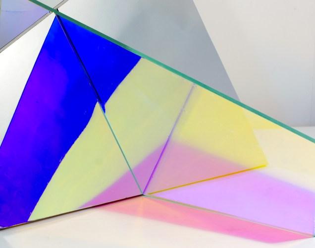Dettaglio - Matteo Negri, Piano Piano, 2016, 165x260x230, ferro, cromo liquido e vetro
