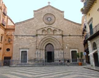 Palermo-Piazza-San-Francesco-la-Basilica-adiacente-alla-RizzutoGallery