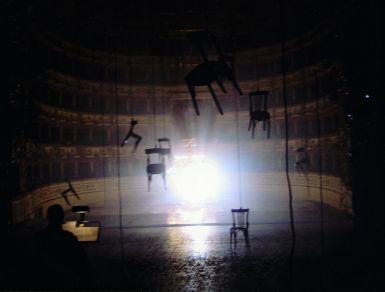 Christian Boltanski con Jean Kalman e Franck Krawczyk Tant que nous sommes vivants Teatro Valli, Reggio Emilia, 2005 © C. Boltanski