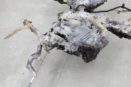 Giulia Cenci, Aprile 5077, 2017 urethan foam, rubber, fragments of tree branches and mechanical components, vulcanic ash, beeswax, metal bar cm 15 x 205 x 135 (dimensions variable), detail