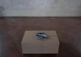 sislej xhafa dressed tone, 2007 microfono, nastro adesivo argentato – lunghezza: mt 1 ca. credits: alicia luxem – courtesy: l'artista, galleria continua [san gimignano]