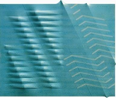 Agostino Bonalumi, Azzurro, 1988, 130x162 cm, Tela estroflessa e tempera vinilica