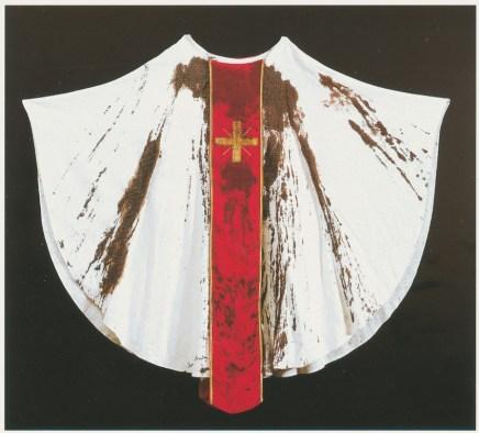 Nitsch Hermann Nitsch Omaggio a Monsignor Romero 1989 pianeta e sangue 150x150 cm Foto Paolo Pugnaghi