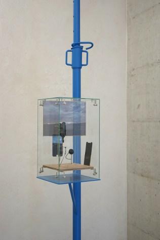 David Casini, 2019; Nirvana; Vetro, legno intarsiato, ottone, resina, vetro temperato, alluminio, stampa digitale UV; dimensione ambiente; Courtesy Galleria CAR DRDE, Bologna.