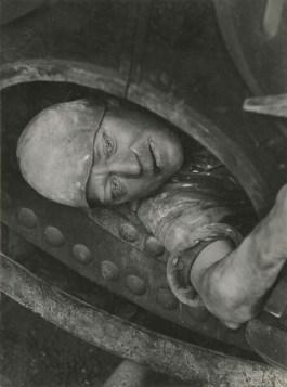 Jacob Tuggener, Lavoro in caldaia (nel%22passo d'uomo), 1935, Jacob Tuggener Foundation, UsterTUGGENER Lavoro i#3F5D6F