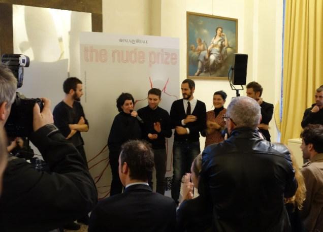 Al centro, i tre artisti premiati: da sinistra, Maria Iorio, Raphaël Cuomo e Gian Maria Tosatti.