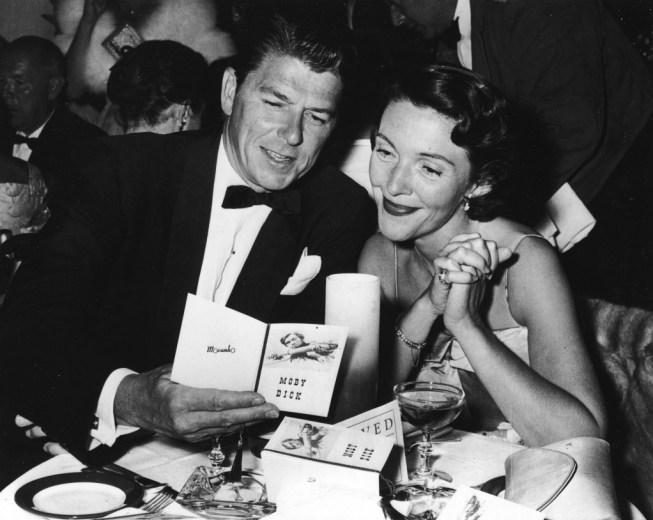 Ronald And Nancy Reagan At Restaurant Table