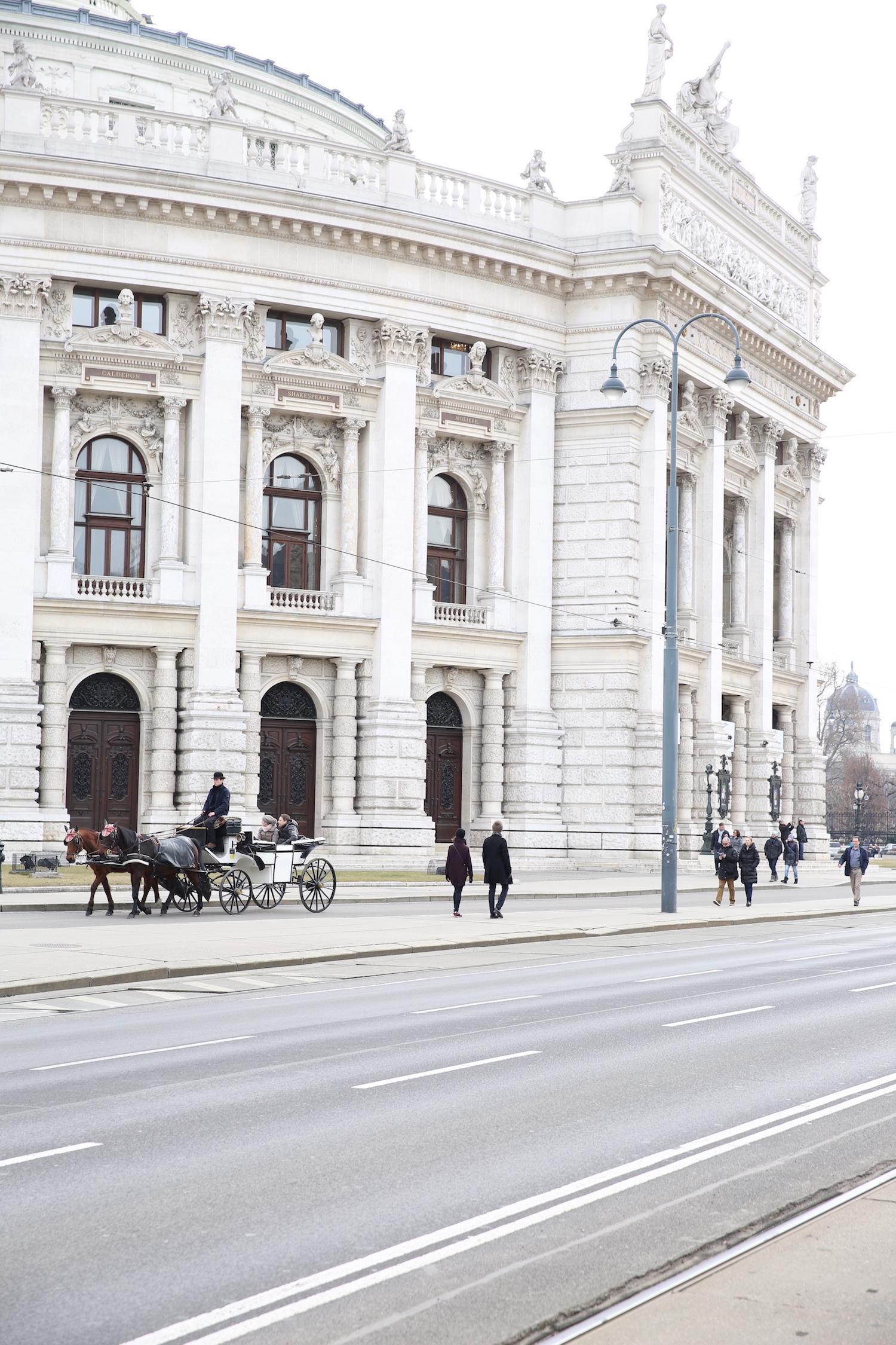 Il Burgtheater, inaugurato nel 1888.