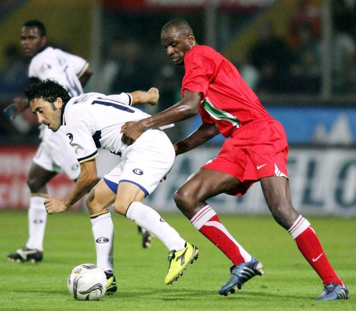 Difendere palla contro Vieira (New Press/Getty Images)