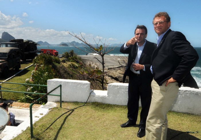 Il sindaco di Rio De Janeiro, Eduardo Paes, e il Segretario generale Fifa Jerome Valcke a Rio, settembre 2010 (J. P. Engelbrecht/Afp/Getty Images)