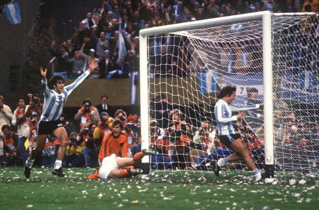 Mario Kempes segna il suo secondo gol durante la finale dei Mondiali 1978. Staff/AFP/Getty Images