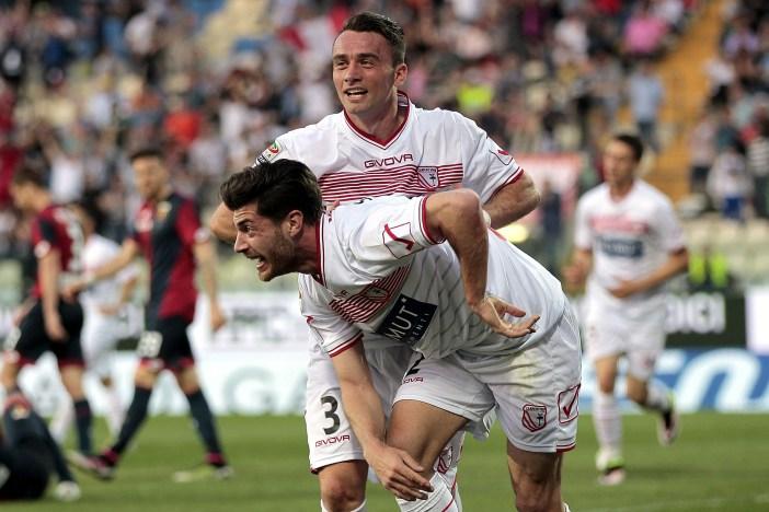 Gaetano Letizia e Stefano Sabelli, nella vittoria contro il Genoa. Letizia, classe 1990, è al Carpi dal 2012. Sabelli è arrivato dal Bari a gennaio, è nato nel 1993 (Gabriele Maltinti/Getty Images)